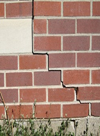 photo of a rotating foundation wall with cracks in Kendallville